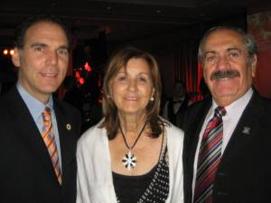 Le conseiller Glenn J. Nashen avec résidants de l'Avenue Melling Victoria et Roger Elmoznino