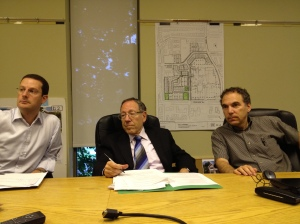 Howard Liebman, Irwin Cotler and Glenn J. Nashen at a briefing at Cote Saint-Luc City Hall