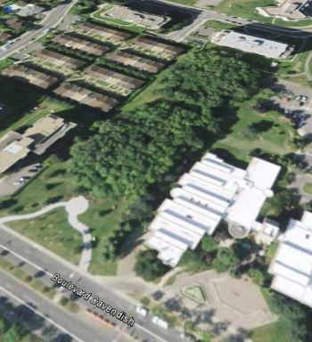 Aerial view of Cote Saint-Luc City Hall area. Google Earth 2013.