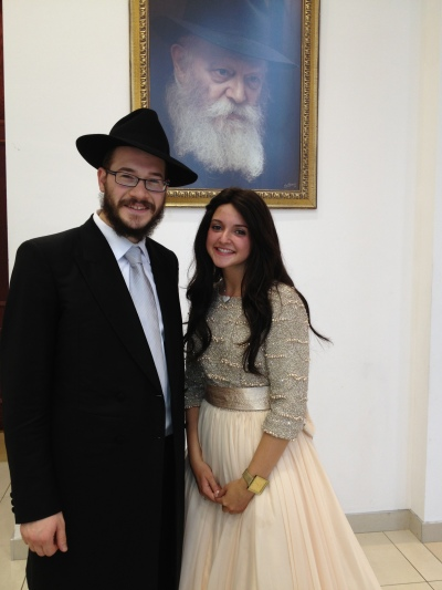 Welcoming the Chassan Yankel and the Kallah Mushkee