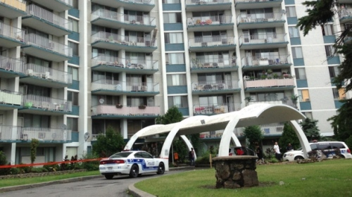 Police rush to the scene of a stabbing on Kingsley Road (Photo credit: CTV News)