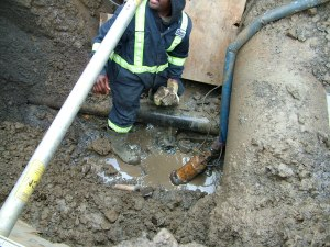 Water works subcontractors work quickly to repair a leak in Cote Saint-Luc earlier this month