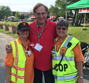 Councillor Sam Goldbloom hugs our vCOP volunteers, Mona Aronovitch and Elaine Meunier