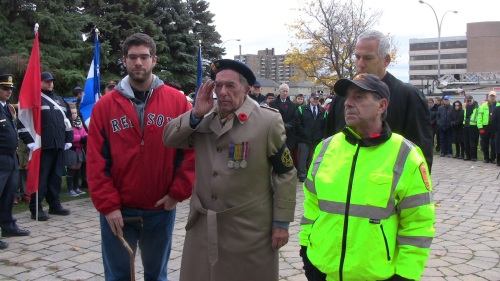 WWII veteran George Nashen, 93, deposits the wreath on behalf of Royal Canadian Legion Branch 97 at the Cote Saint-Luc Cenotaph in Veterans Park. Accompanied by his grandson Cory, son Jeff and vCOP Phil Mayman. (Photo: Darryl Levine, CSL).