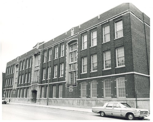 Baron Byng High School. Established in 1921 by the Protestant School Board of Greater Montréal, Baron Byng High School taught mostly Jewish students and has several well-known graduates including Irving Layton and Mordecai Richler. Circa 1970. Source : Jewish Public Library. Historical Photographs Collection, 88-107.
